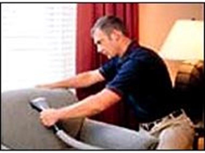 İspanyol erkeklere yasa zoruyla ev işi